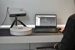 hdi-compact-s1-3d-scanner-scanning-in-action